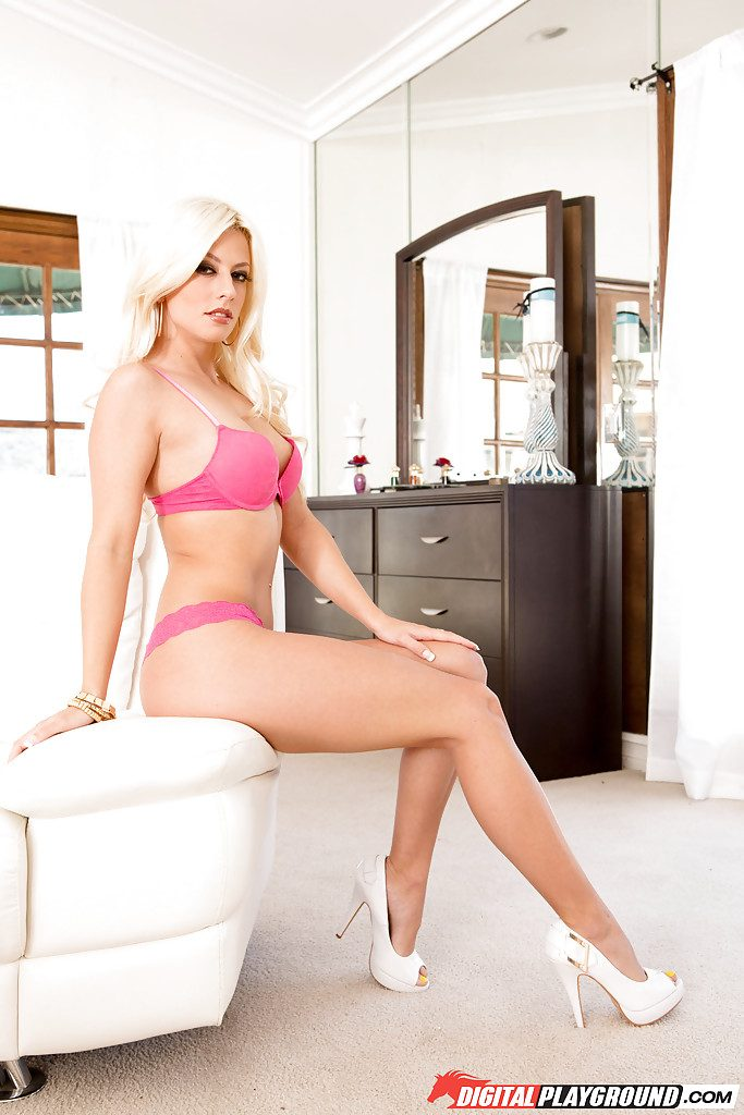 Blonde Chick Jessies Spreads Her Legs and Takes Big Cock