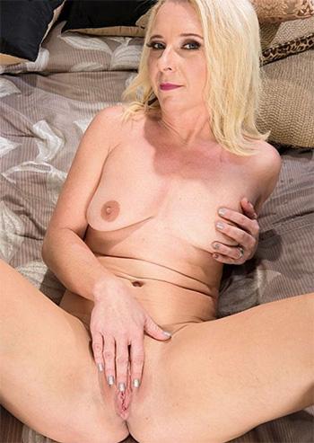 Nancy Jay milf pics