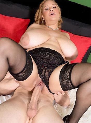 Liza Biggs flaunts those huge tits