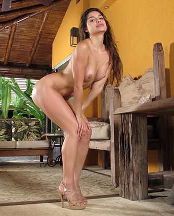 Naked woman Carol Luna