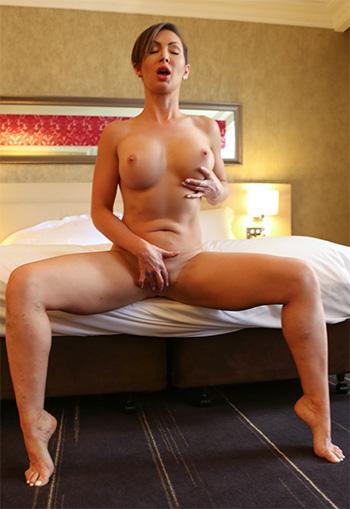 Big tits naked amateur Yasmin