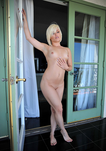 Hot blonde girl nude pictures