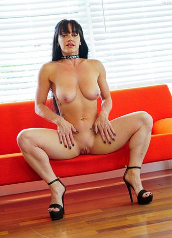 Hot mature woman uses a huge dildo