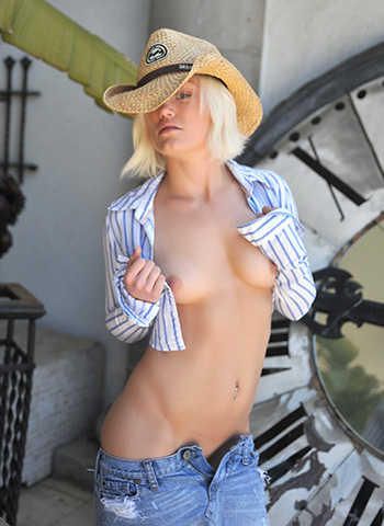 Young blonde girl nude pics showing her shaved pussy outdoors